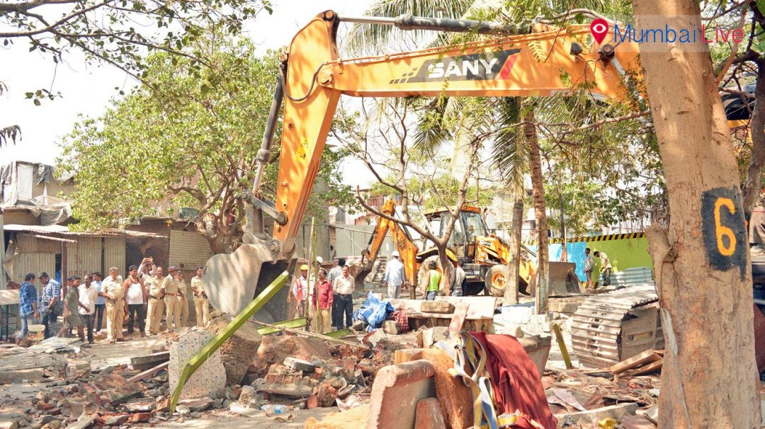 MMRDA and BMC demolishes roadside temple