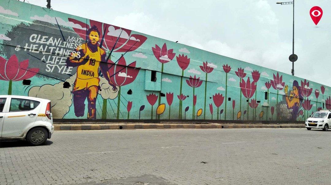 मुंबईतल्या 'बोलक्या' भिंती !