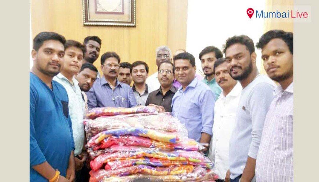 Yuva Sena distributes blanket