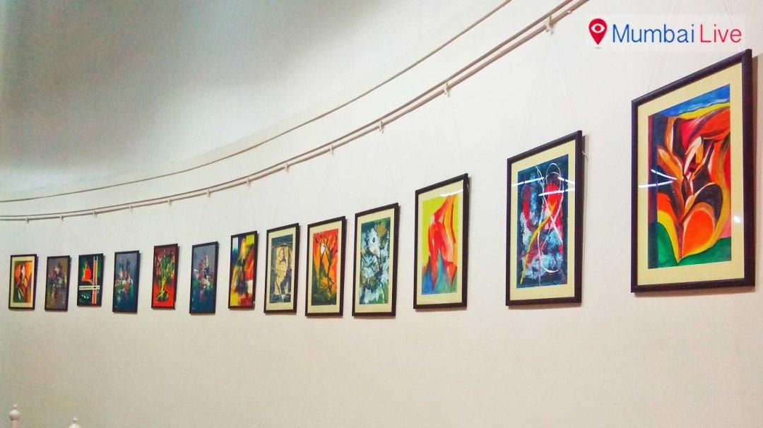 नेहरू सेंटर में चित्रकला प्रदर्शन