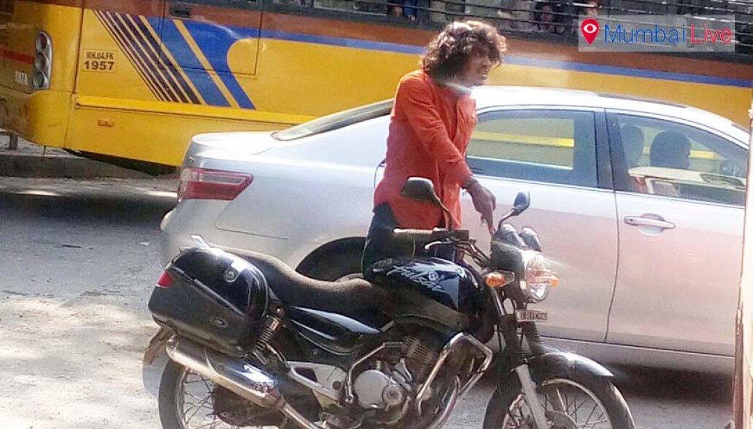 A bike rider tries to assault a best driver