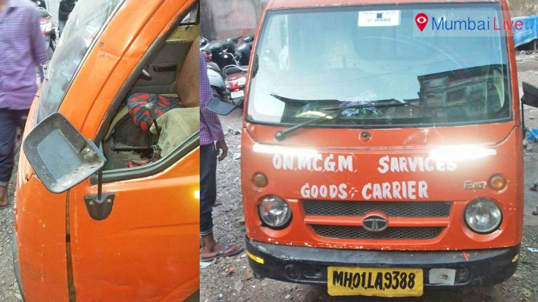 Taxi driver thrashes sanitation workers