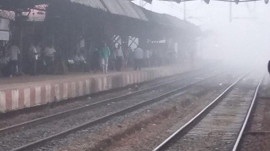 धुक्याने अडवली मध्य रेल्वेची वाट