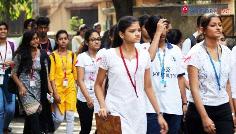 कॉलेज स्टूडेंट्स ने निकाली रैली