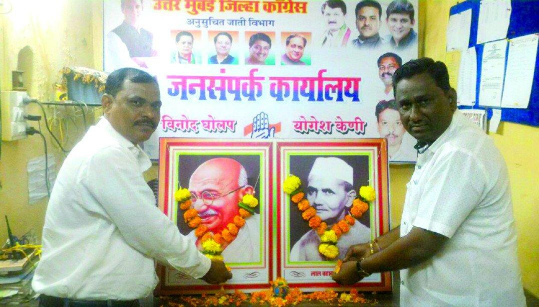 महात्मा गांधींना अभिवादन