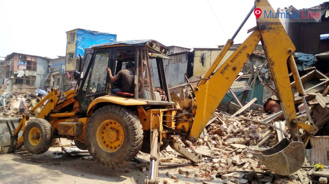 M ward civic officials demolish illegal hutments