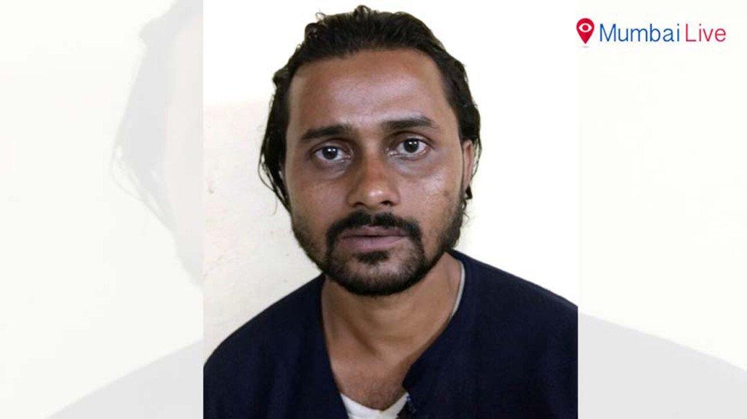 Dongri police seizes 4 lakhs