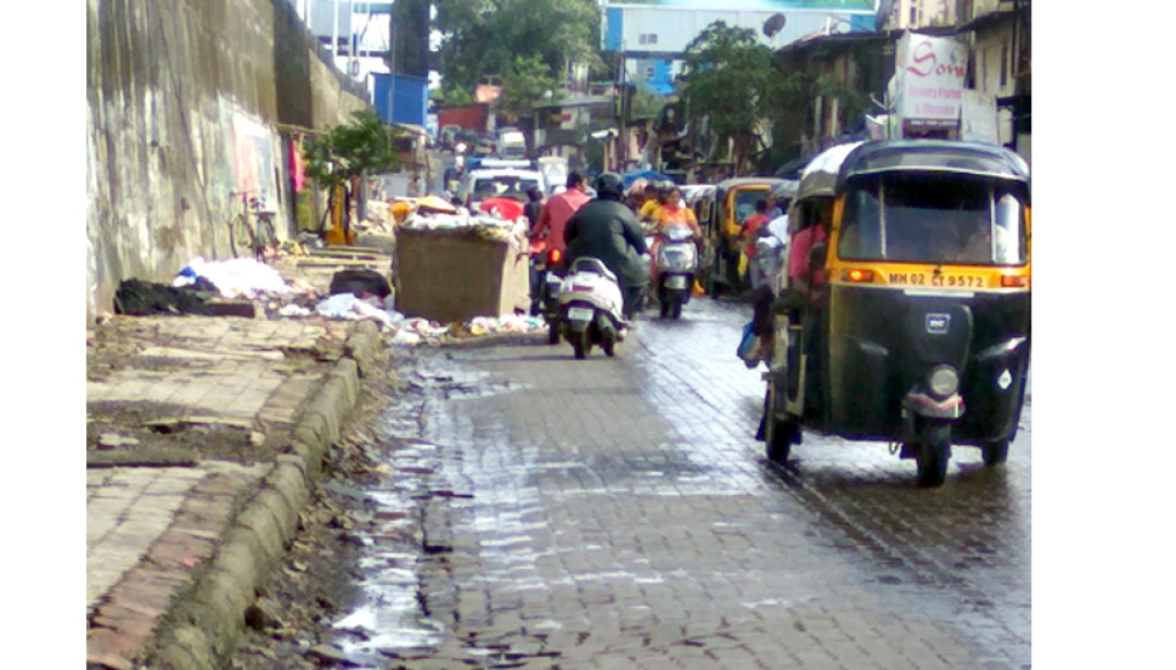 Dustbin causing traffic at Malad