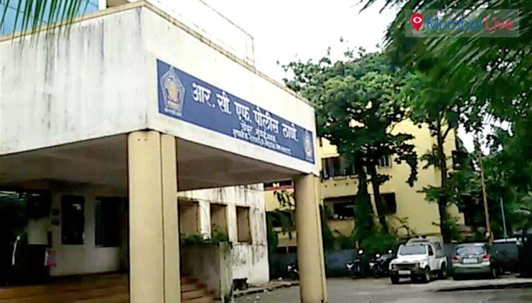 रिश्वत के आरोप में दो पुलिस वाले फरार