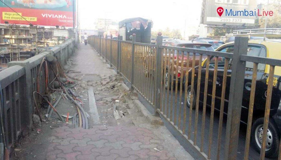 उड्डाणपुलावरील फुटपाथ ठरतोय धोकादायक