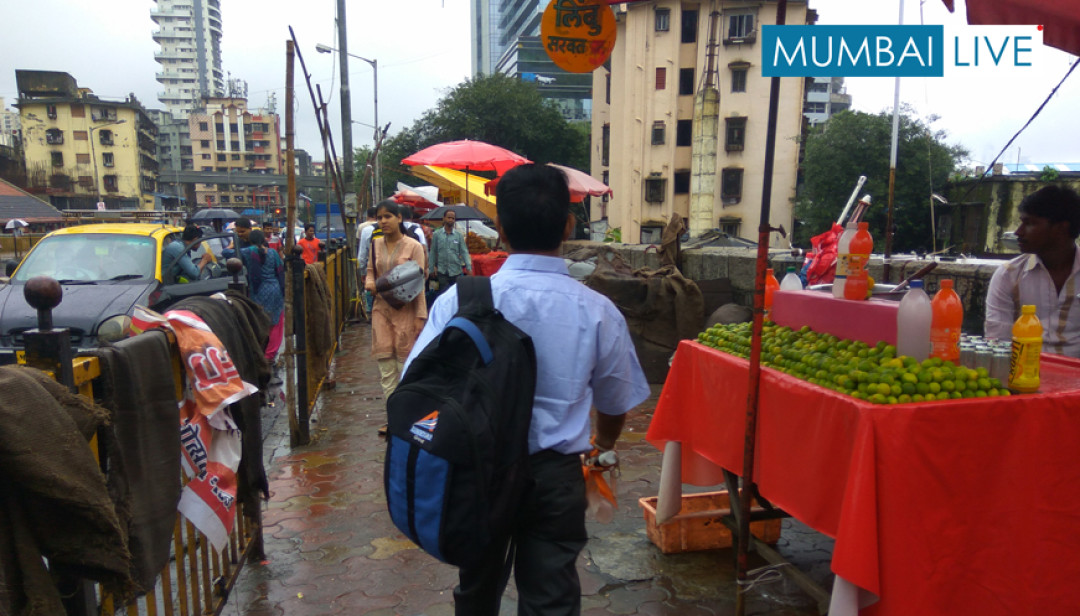 Illegal Hawkers invade Pedestrians Space
