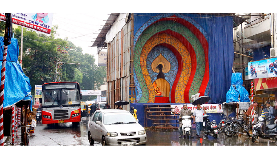 1300 ganesh mandals awaiting permission