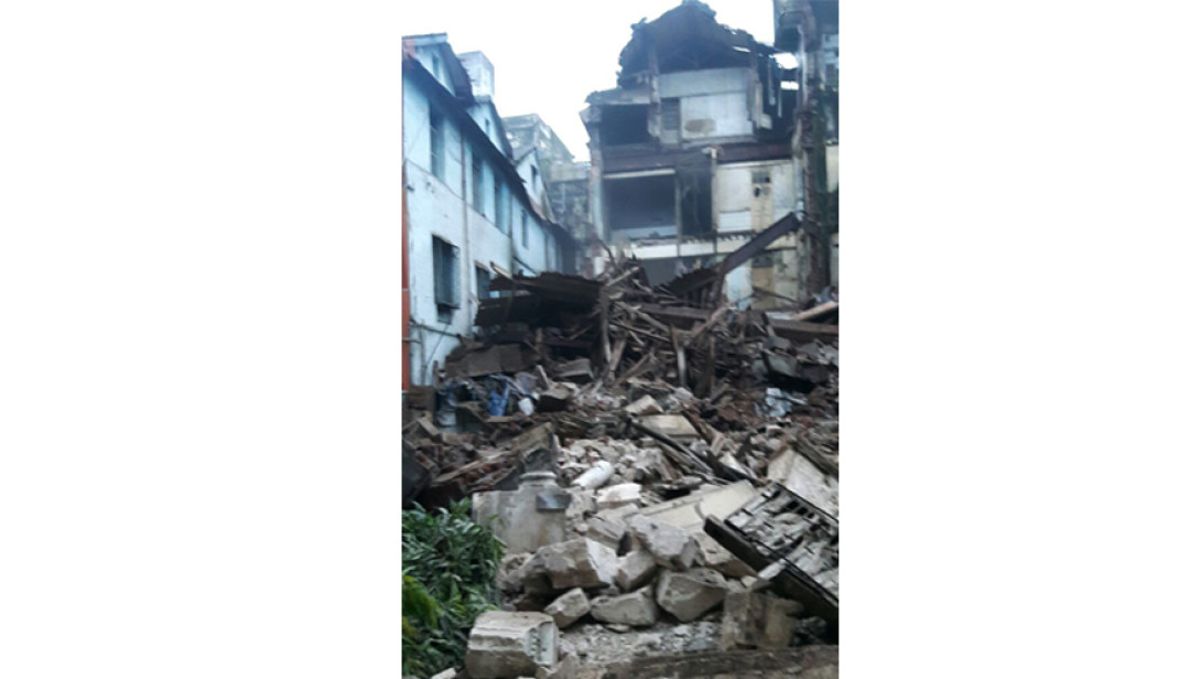 70years old building collapsed in South Mumbai