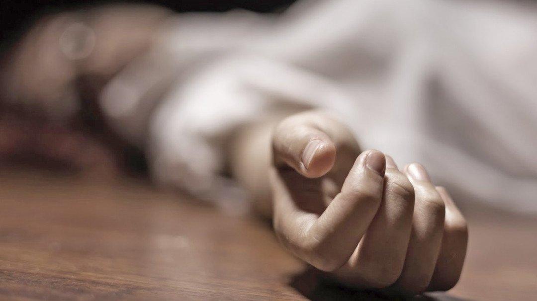 तोड़क कार्रवाई के दौरान शेड गिरा, एक की मौत एक घायल