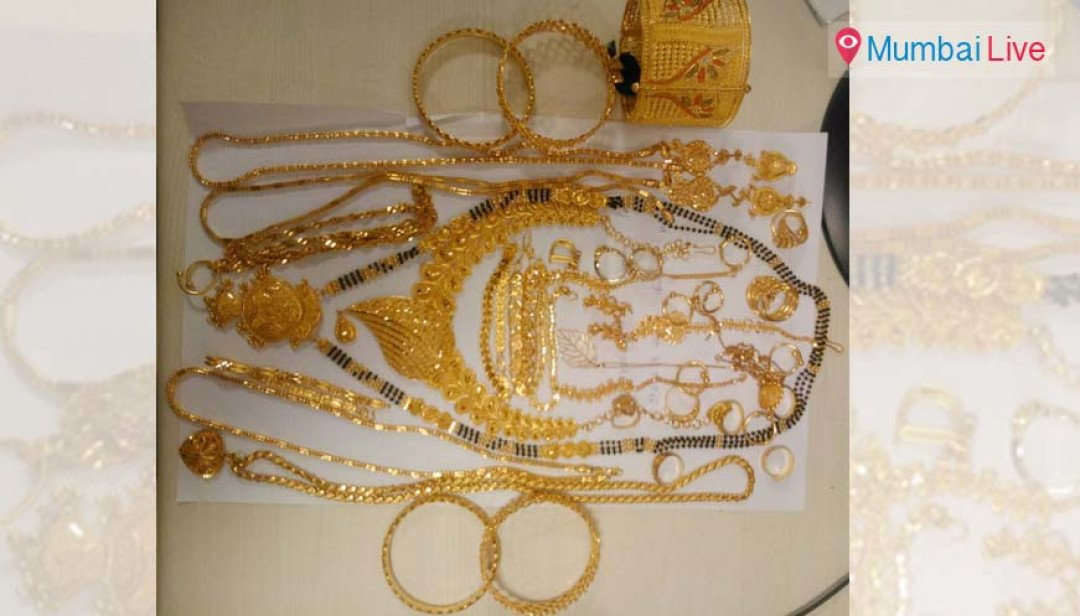 Women don burqa to smuggle in gold, held by customs