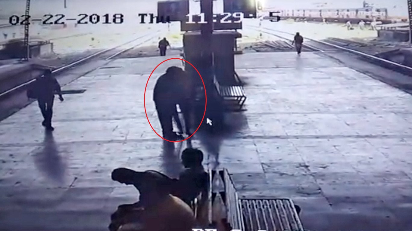 Man held for 'forcibly kissing' woman at Turbhe platform