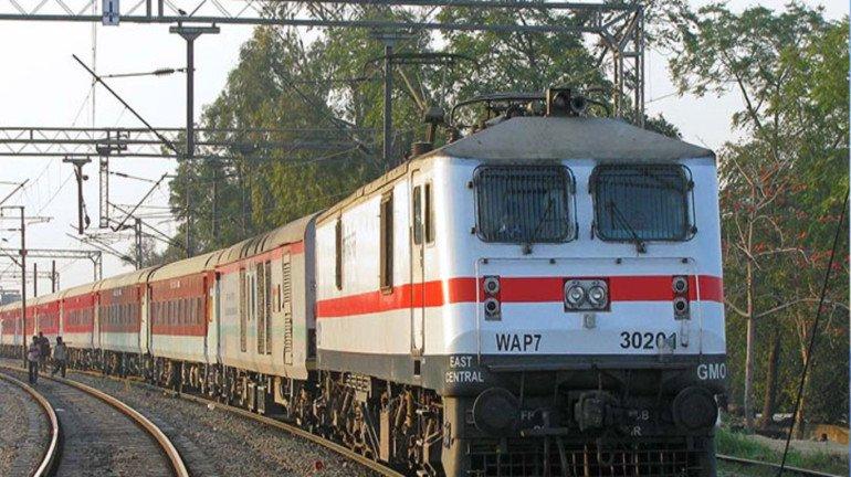मुंबई और गोरखपुर के बीच 4 और स्पेशल ट्रेनें