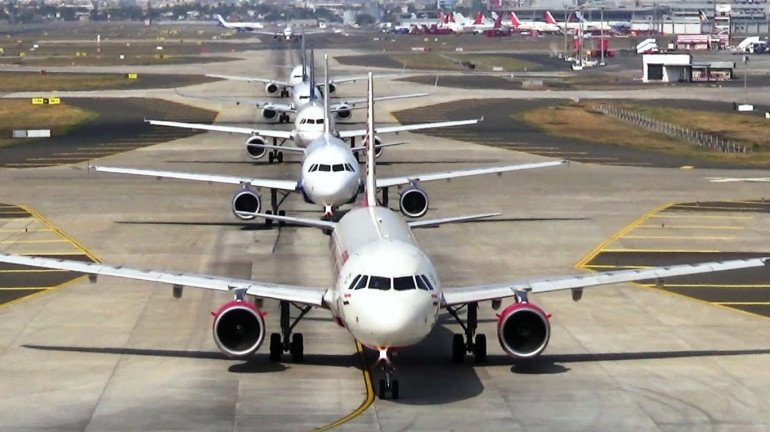 As COVID-19 cases decline, flights to and from Mumbai witnesses an increase