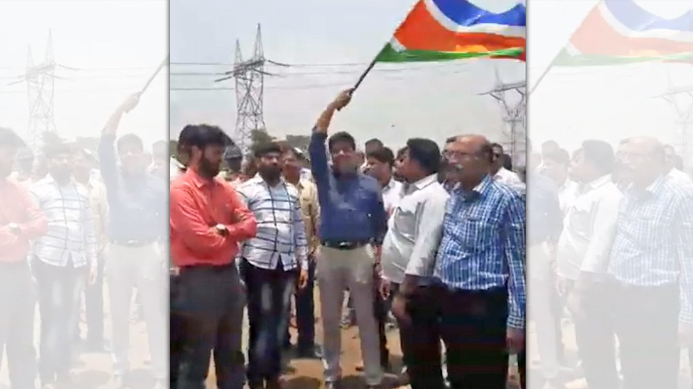 MNS workers aggressively stop officials conducting surveys for the 'Bullet Train Project'