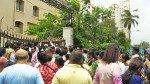वडाला लॉयड्स इस्टेट इमारत हादसा: जिम्मेदार  बिल्डर को गिरफ्तार करो, स्थानीय लोगों ने किया आंदोलन