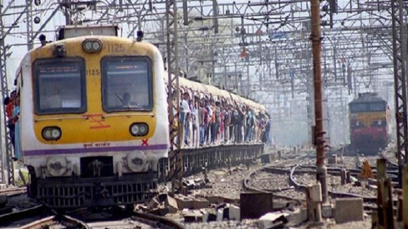 A man dies while crossing railway tracks in Thane