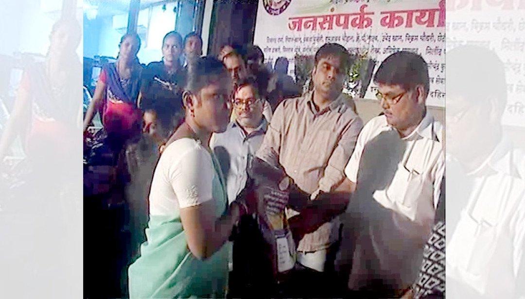 Janani Seva Sangh distributes free food