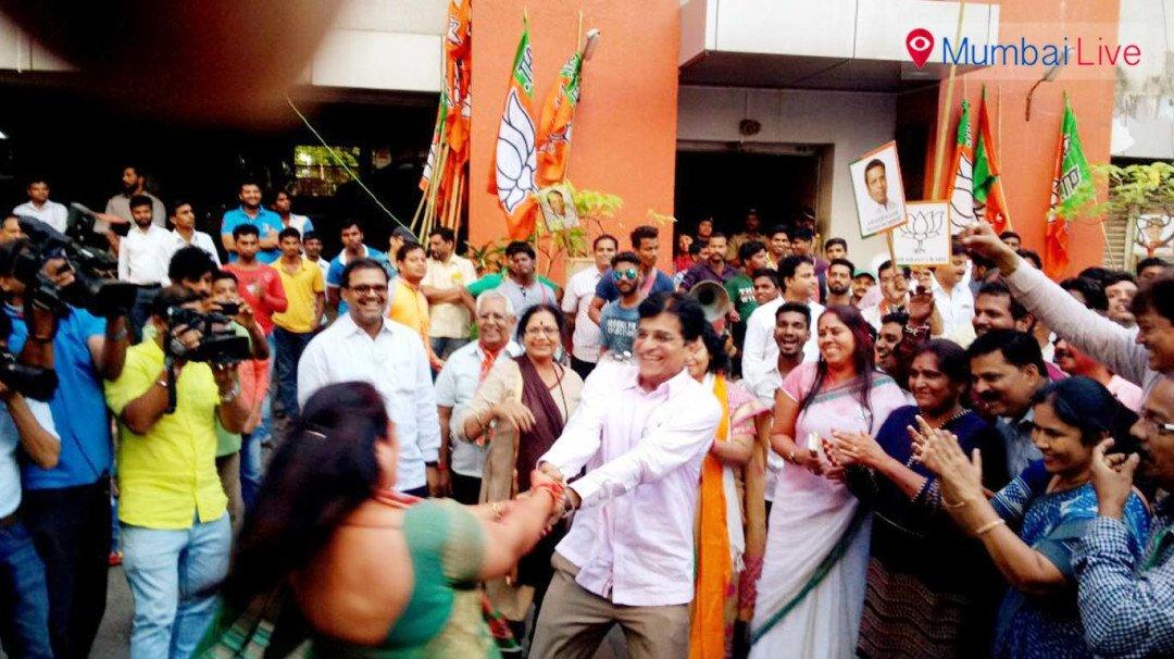 जीत से खुश बीजेपी सांसद ने महिलाओं के साथ किया...