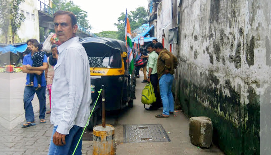 Malad residents demand bus service