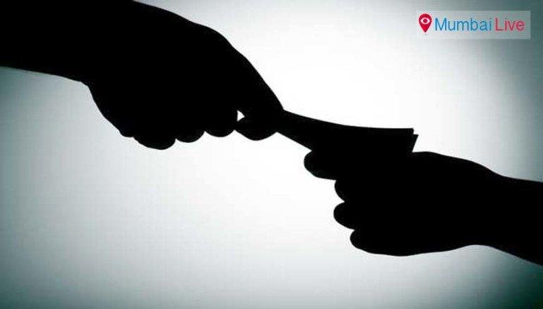 सुट्ट्या पैशांसाठी दलालांकडून नागरिकांची लूट