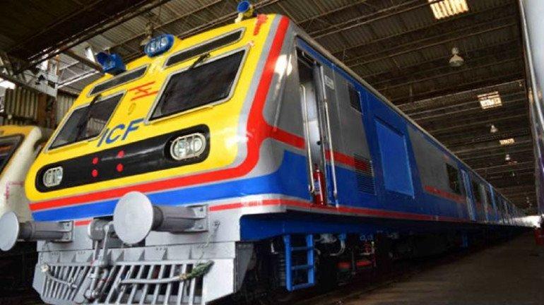 तीसरी लोकल ट्रेन की एंट्री अभी नहीं, पश्चिम रेलवे ने मंगाने से किया मना