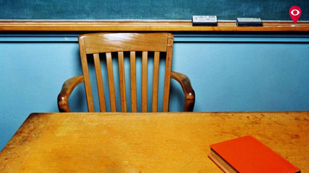 शिक्षकांचा सागाच्या लाकडी खुर्ची-टेबलांचा प्रस्ताव फेटाळला