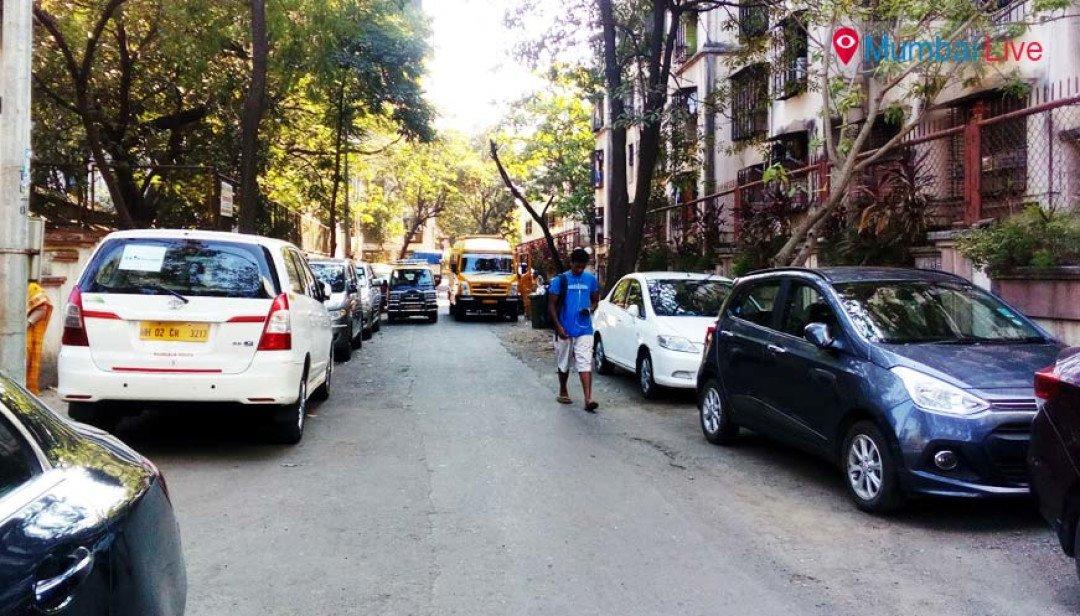 अनधिकृत पार्किंगमुळे रहिवासी त्रस्त