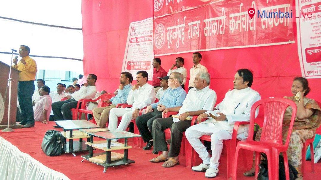 Govt employees seek old pension scheme, stage stir