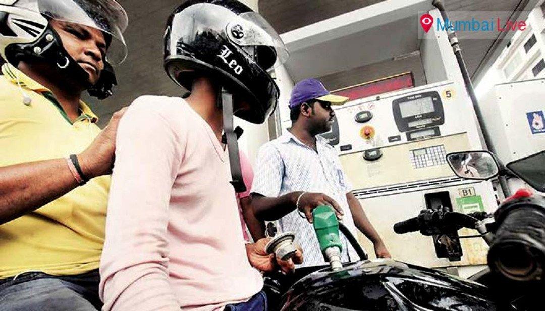 Mumbaikars crowded petrol pumps