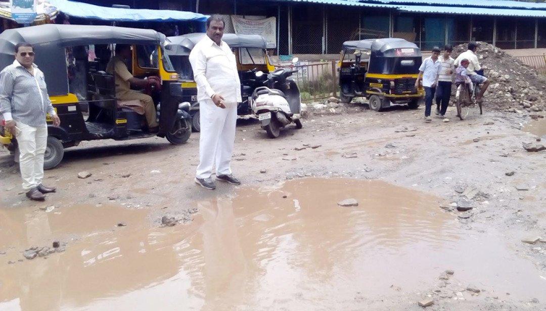 Ganpati Mandal's toimmerse idols in Potholes