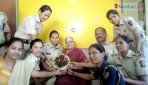 Police surprises 'mummy' with cake