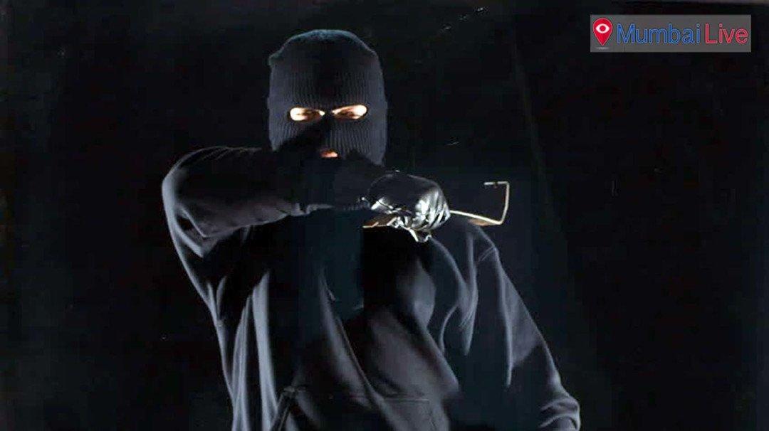 Jeweller looted, assaulted in Pratiksha Nagar