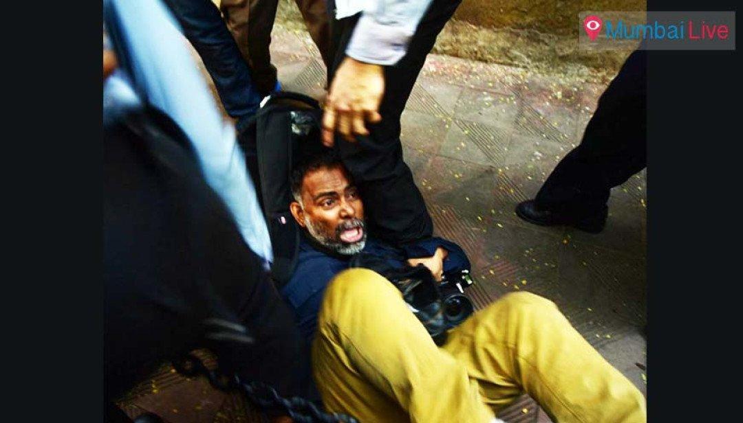 Security guards beat up Mumbai photojournalists