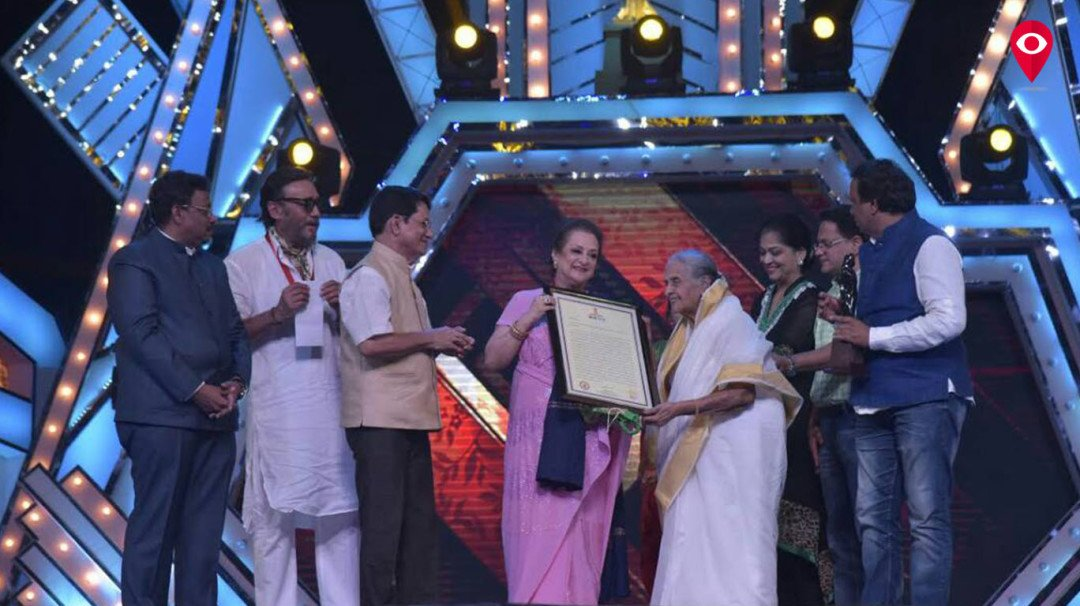 Saira Bano awarded with Raj Kapoor Lifetime Achievement Award at the 54th Maharashtra State Marathi Film Awards