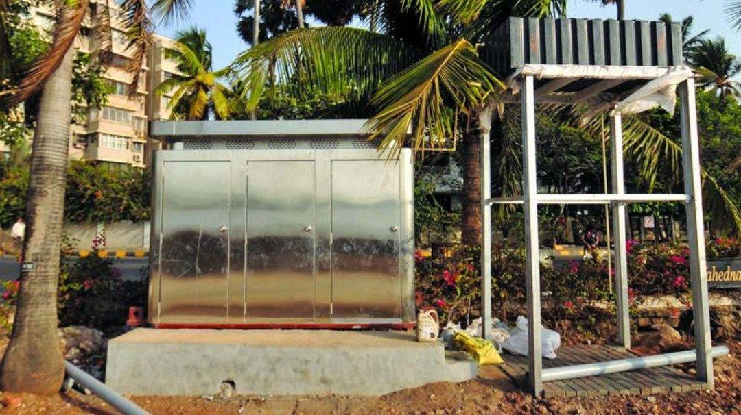 'स्वच्छता दूत' सलमान के पिता सलीम को पसंद नहीं पब्लिक टॉयलेट