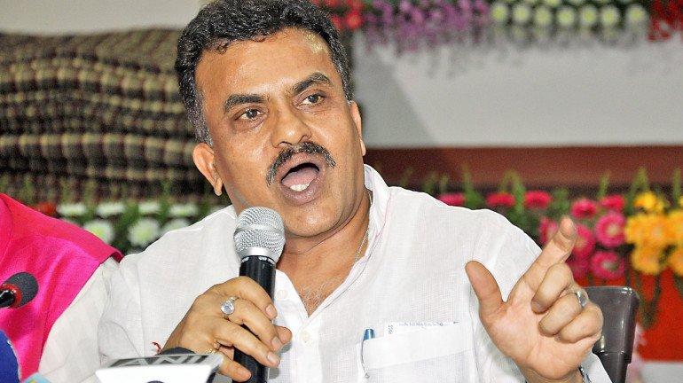 कांग्रेस कार्यालय में तोड़फोड़ के बाद मनसे नेता संदीप देशपांडे हिरासत में