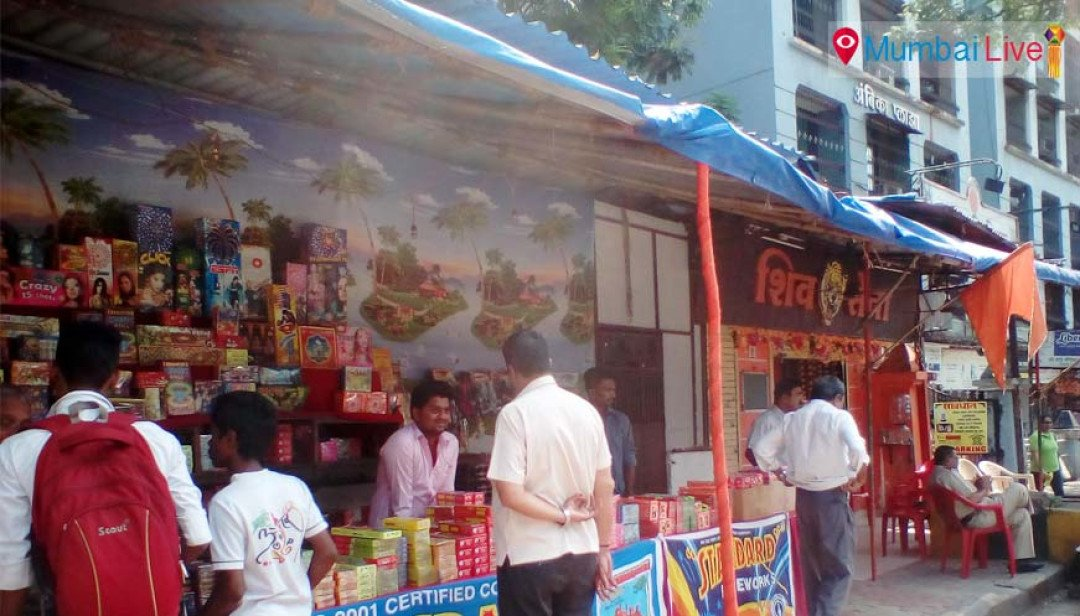 Sena puts up cracker stalls in 'shakhas'