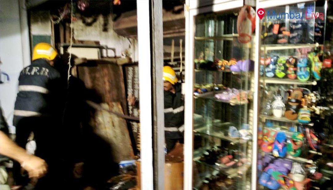 सिंधी कॉलोनी में लिबर्टी शू मार्ट में आग
