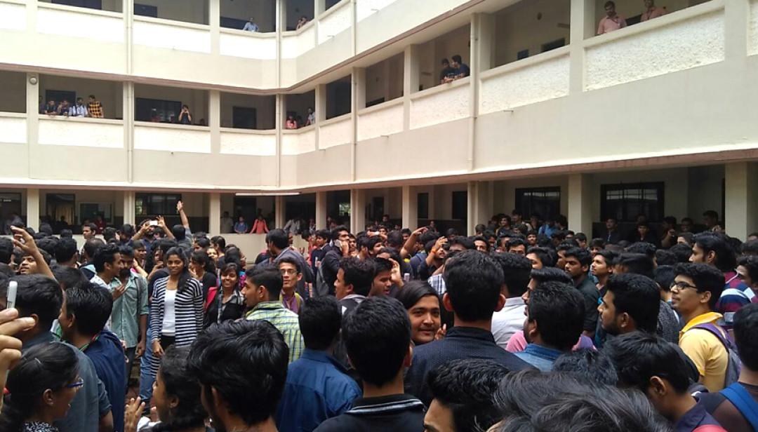 गणेशोत्सवासाठी विद्यार्थ्यांचं आंदोलन