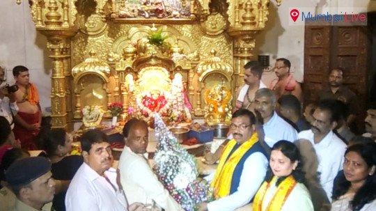 State Finance Minister Sudhir Mungatiwar, visited Siddhi Vinayak Temple