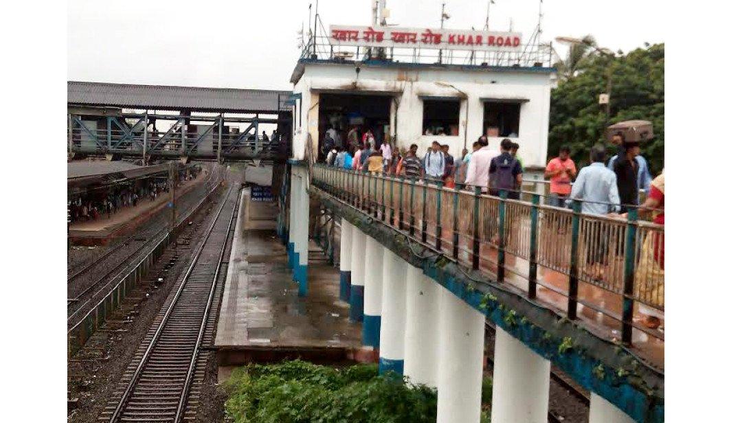 खार स्टेशन पर 'स्वच्छ भारत' बना एक सपना I
