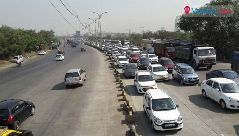 Traffic on toll naka