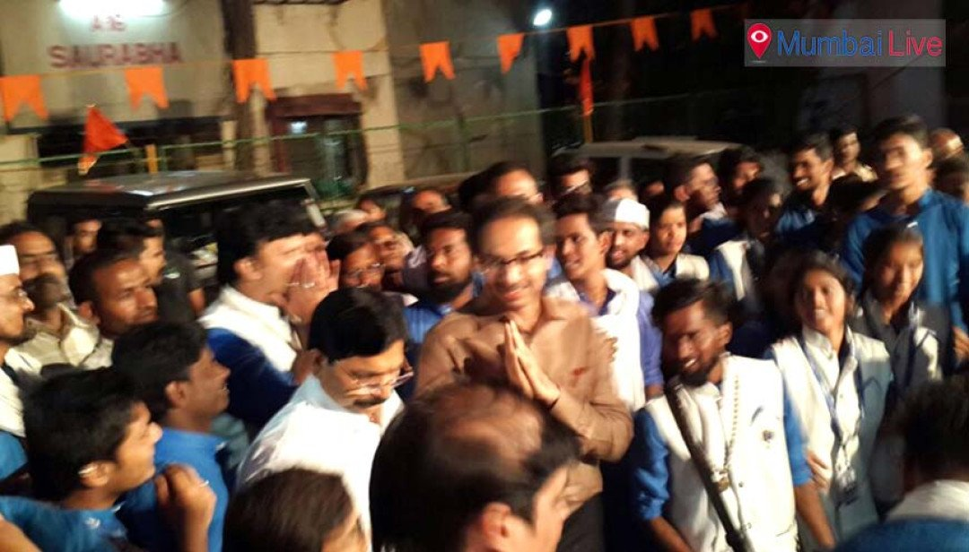 Uddhav spends Sunday with party cadres