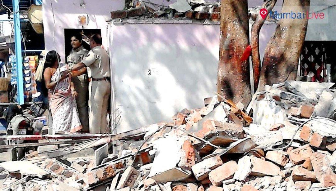वडाळ्यातील मंदिरावर कारवाईत पोलिसांवर दगडफेक