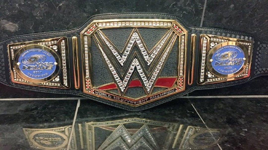 WWE सुपरस्टार ट्रिपल एच ने मुंबई इंडियंस को भेजा एक अनमोल तोहफा